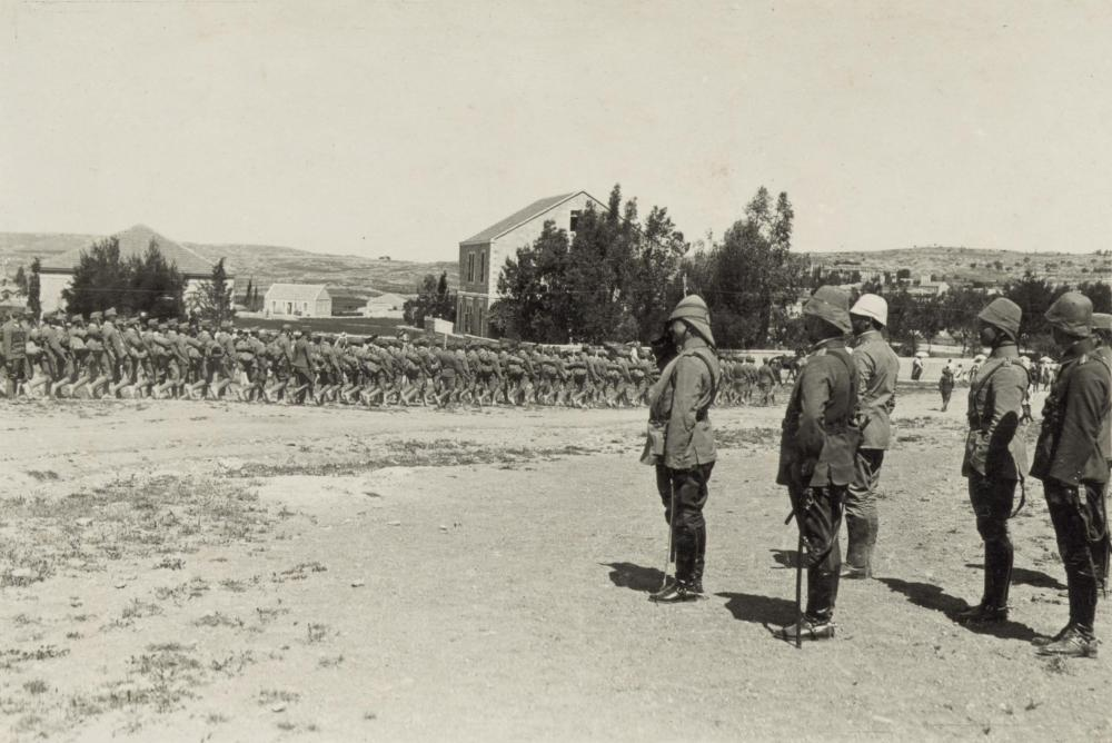 Jamal_Pasha_inspecting_Austrian_troops_entering_Jerusalem,_1916.JPG