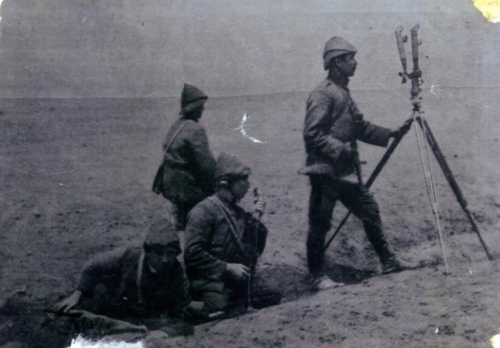 Ottoman_soldiers_observing.jpg