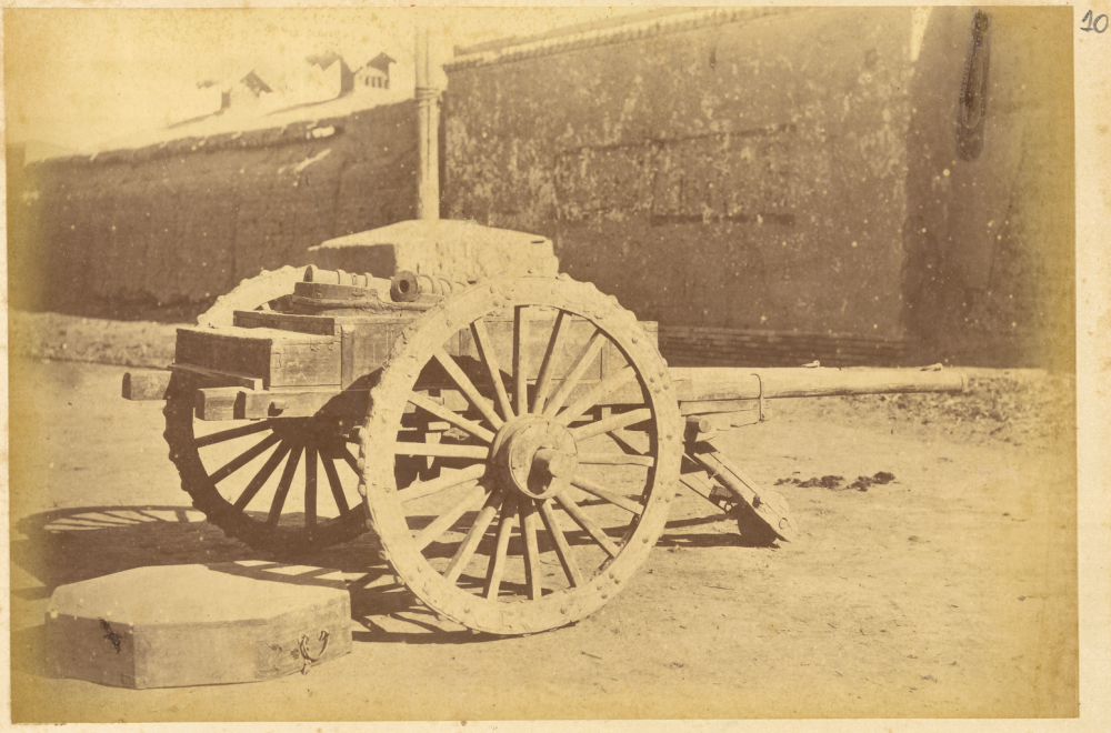 Three-Wheeled_Wooden_Vehicle_with_Chinese_Artillery._Lanzhou,_Gansu_Province,_China,_1875_WDL1902.png