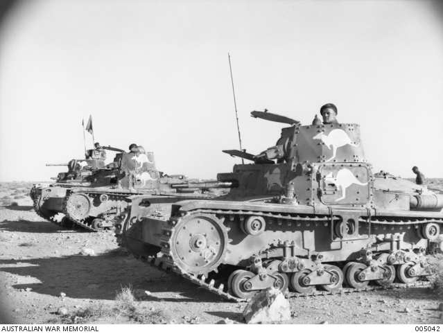 Captured_Italian_tanks_005042.jpg.bdfe8c