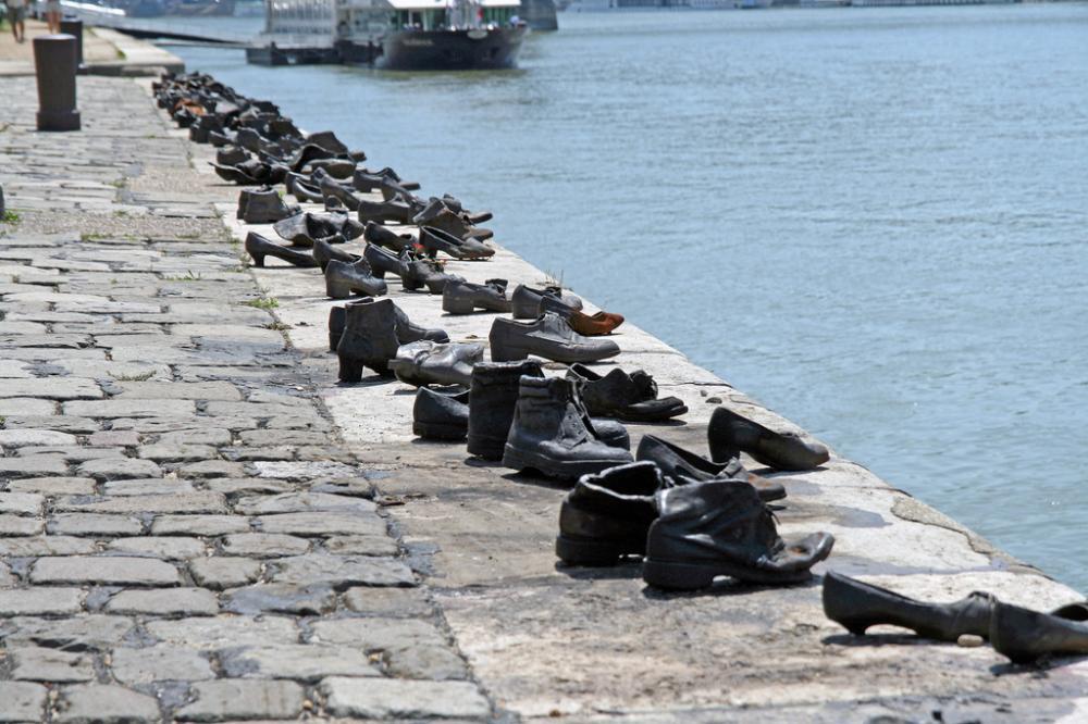 budapest-shoes-memorial-1.thumb.jpg.e74d