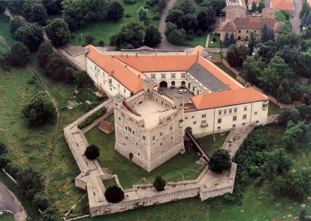 5839bcdc5e6ff_Srospatak_-_Castle.thumb.j