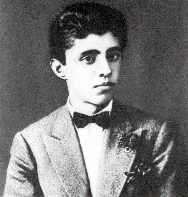 Enver_Hoxha_aged_18_1927.jpg.34872f9773c