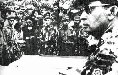 Suharto_at_funeral.jpg.5de5b032a5a91804b