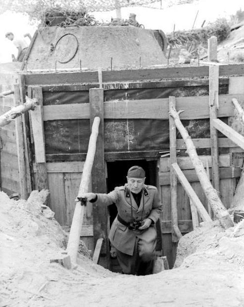 Benito_Mussolini_bei_Inspektion.jpg.b071