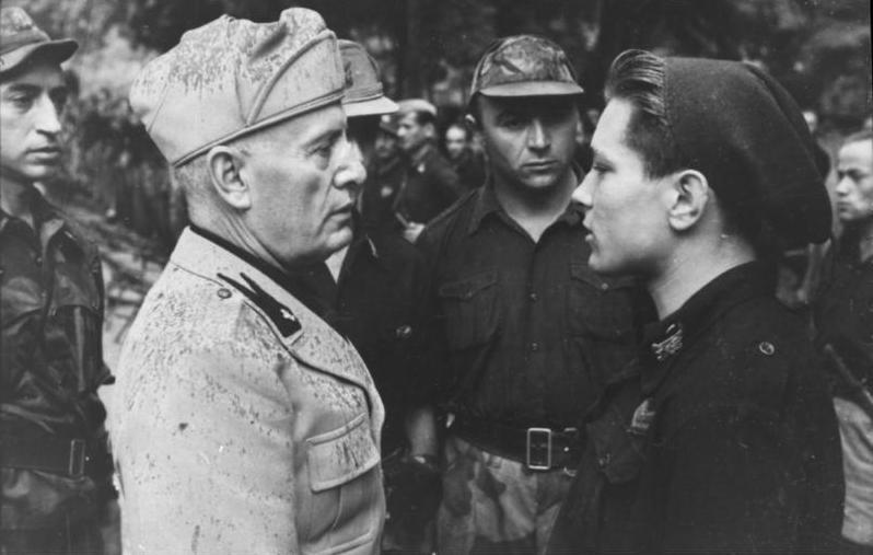 Benito_Mussolini_mit_italienischen_Solda