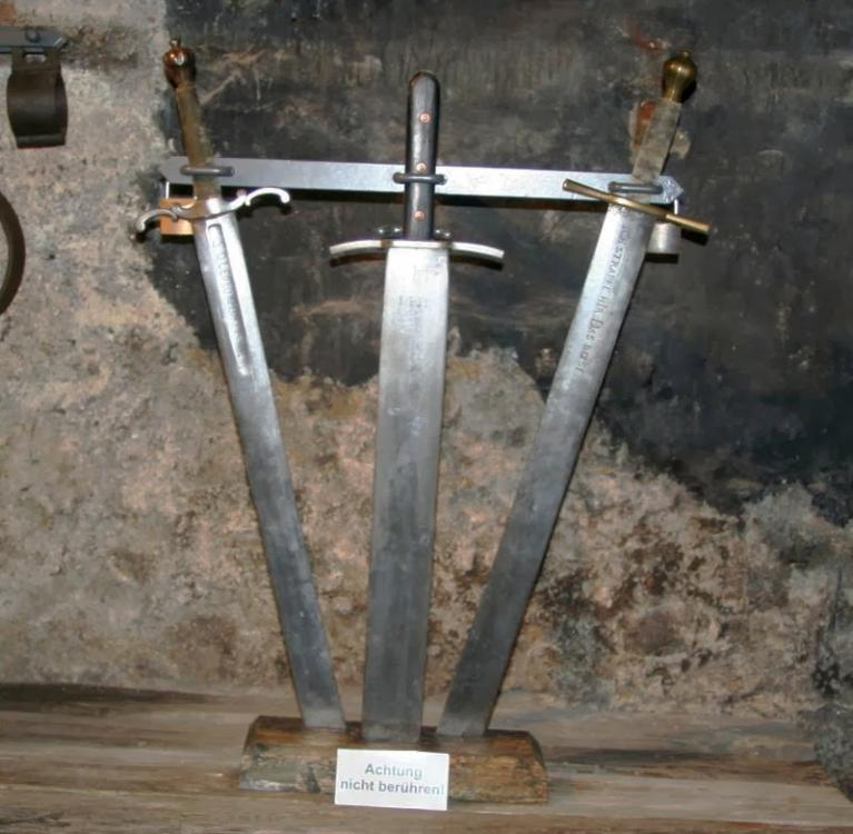 Richtschwerter.thumb.jpg.108a5a3086a76b3