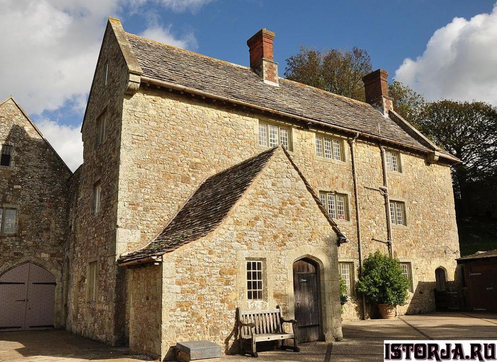 Carisbrooke_Castle.thumb.jpg.02c0e4f6319