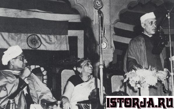Jawaharlal_Nehru_3_January_1949.jpg.c249