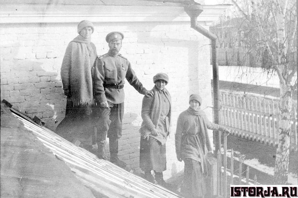 Romanovs1917.thumb.jpg.a962c8fcc6f6bb655