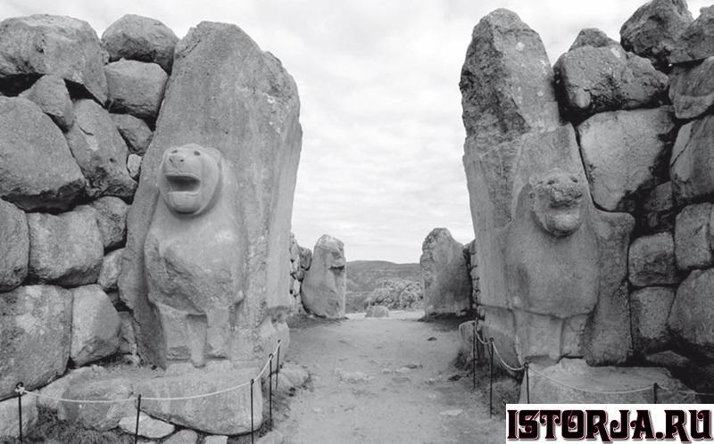 Львиные ворота в Хаттусасе.jpg