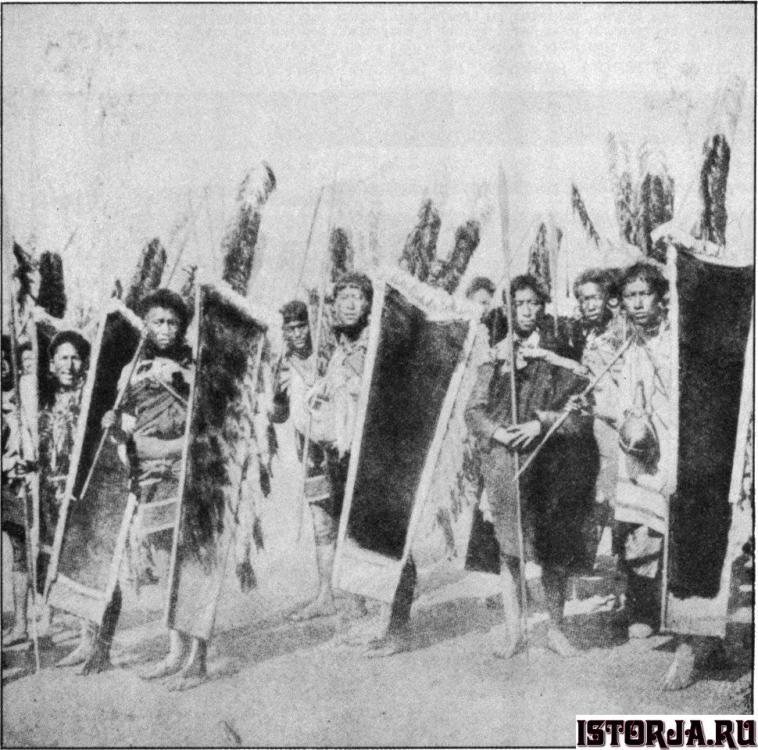 Men_of_a_Marauding_Naga_Tribe_in_War_Tri