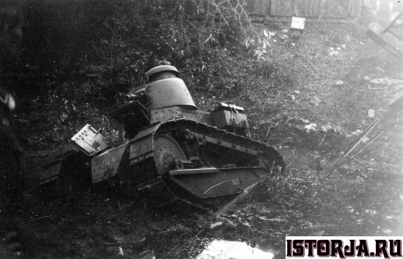 6_polnischer_tank_vor_brest_litowsk.7r7w